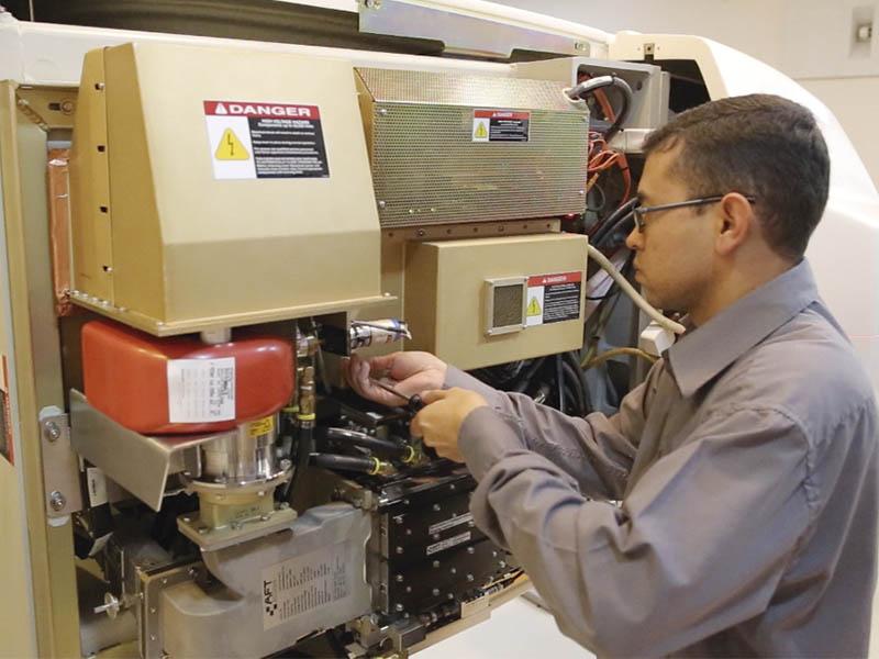 Manutenção em acelerador linear